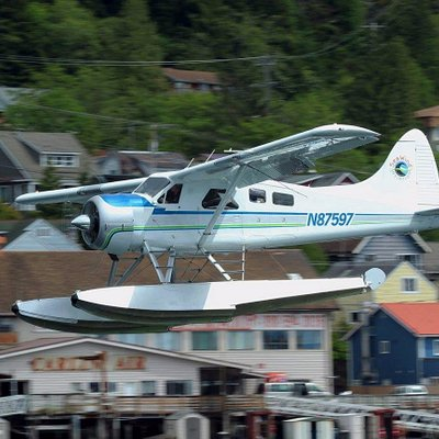 Steve coming in to land at the SeaWind Aviation dock