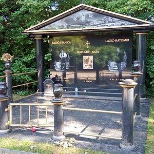 a kitschy grave