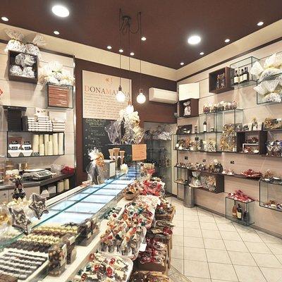 Laboratory-Shop DonaMalina di Firenze zona Cure - Interno in allestimento natalizio