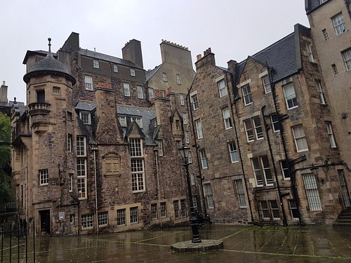 The Writers Museum is at the end of Lady Stairs Close which runs off Lawnmarket / The Royal Mile