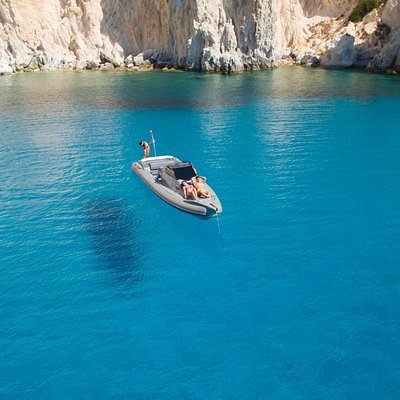 Relaxed, joyful monents at the beautiful bay of Poliegos during a boat tour with Rib Adventures