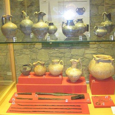 Una bacheca con i reperti dei Sanniti Irpini