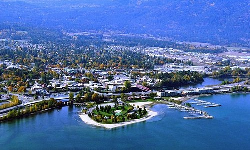 Beautiful lake Pend Oreille with city beach great shopping and famous Lite House Dressing Compan