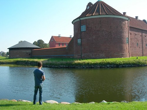 Fiske vid citadellet. Copyright Turistbyrån Landskrona-Ven.
