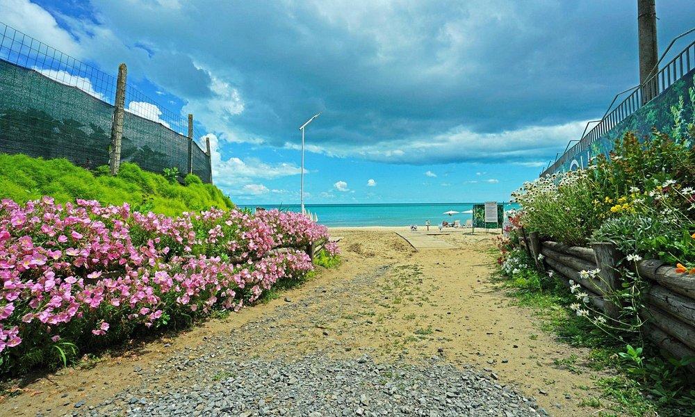 Vaya beach | Вход на пляж Иракли