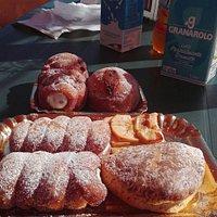 dolci tradizionali davanti e senza glutine dietro