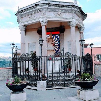 """E' il simbolo dei dei devoti potentini al Santo Patrono e lo chiamano """"San Gerardo di Marmo"""""""