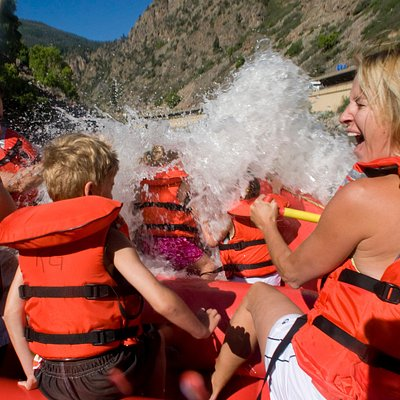 Whitewater rafting with the family in Glenwood Springs with Rock Gardens Rafting.