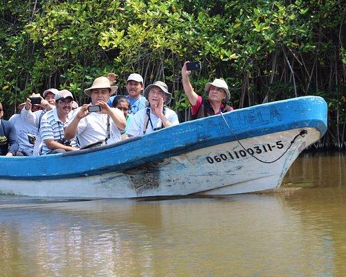 Paseo en lancha por el estero Palo Verde 4o vaso de la Laguna de Cuyutlán.