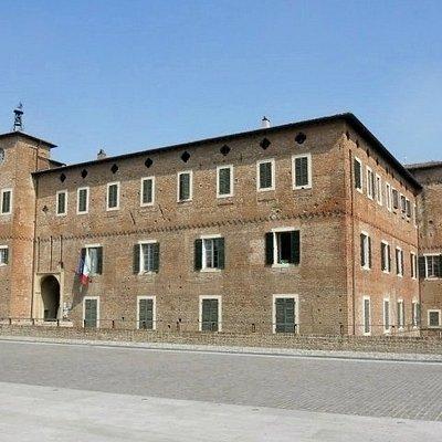 L'esterno del Castello di Borgonovo