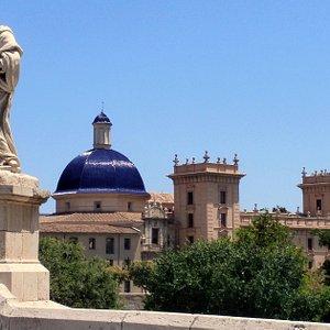 El Museo vista desde el puente de la Trinidad