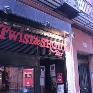 ¡Twist&Shout Bar os recibe con varitas, espadas y guitarras en alto!