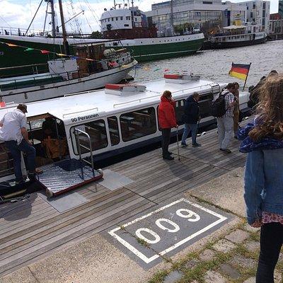 Anlegestelle direkt am Comfort Hotel am Marktplatz des Schaufenster Fischereihafen