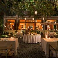 Al fresco romantic dinner