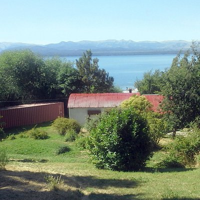 Estamos sobre la Costanera del Lago Nahuel Huapi