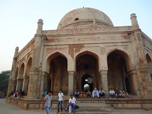 Bohol Bhulaya or Tomb of Adham Khan.