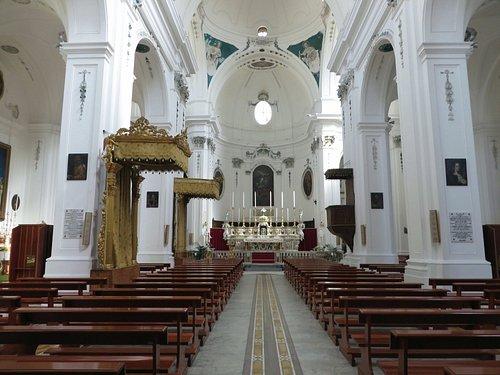 l'interno della chiesa Madre