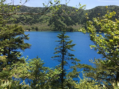 An easy hike of 60 max to a beautiful and tranquil lake.