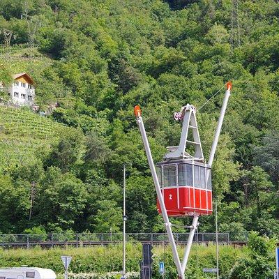 Кабинка-памятник у нижней станции подъёмника