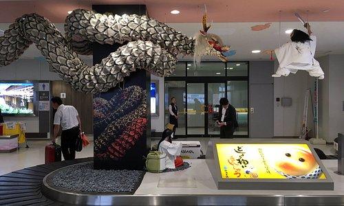 行李帶上也有濃厚的出雲國傳說故事裝飾