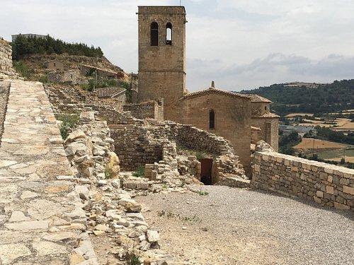 Perspectiva dese la calle que da acceso a la plaza de la Iglesia