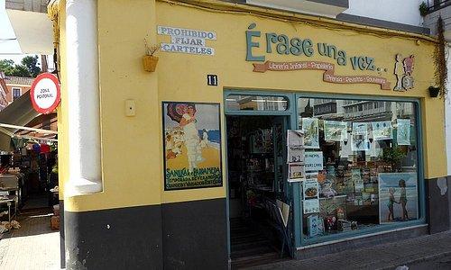 Nostalgieschild, Eingang, Schaufenster und Firmenschild der Libreria infantil ´Erase una vez ...