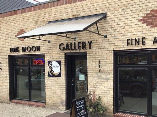 Pine Moon Gine Art Gallery