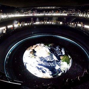 Het Earth theater: beleef het Overview effect als een astronaut.