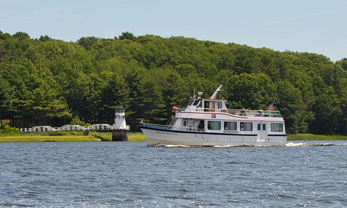 Daily lighthouse cruises May to October!