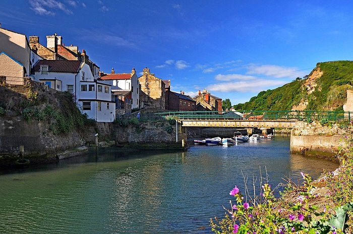 This is Staithes beck wth the tide in.