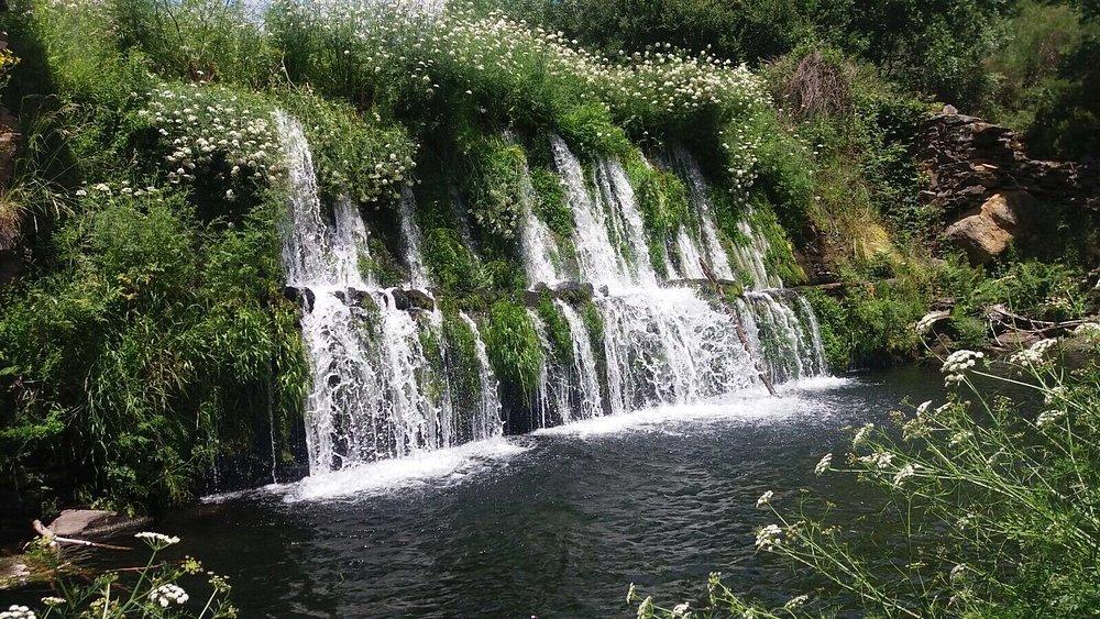 Pequeña cascada a la llegada a San Cipriano