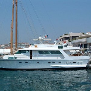 Motor Yacht Bettina - Great All-Inclusive Day Cruising Charters for groups up to 12 !