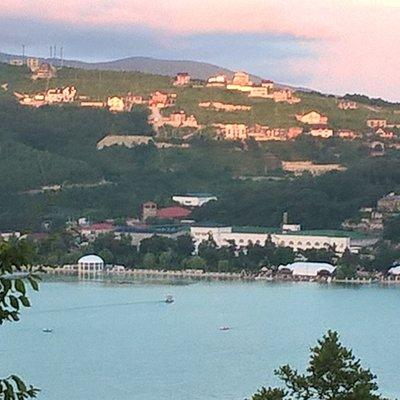 Вид на озеро и парк