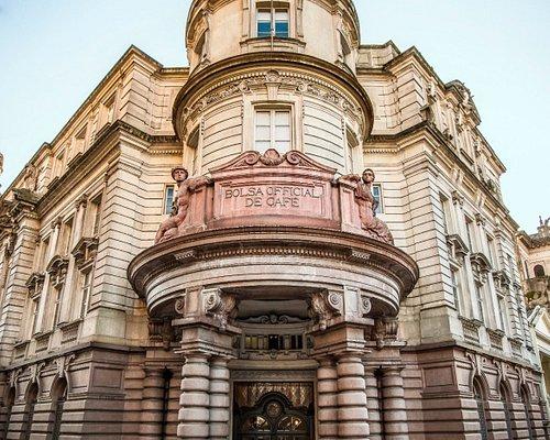 Fachada do edifício da antiga Bolsa Oficial de Café, onde o Museu do Café está localizado.