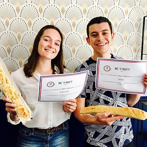 Bake your baguette and get your diploma! Enjoy the apéro with us!