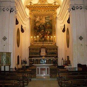 Navata e altare