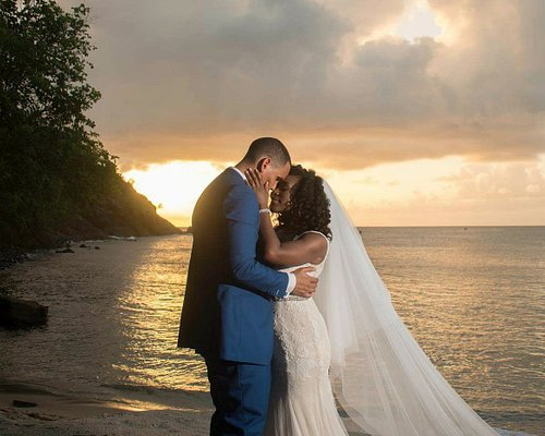 We offer luxurious transportation for bride and groom