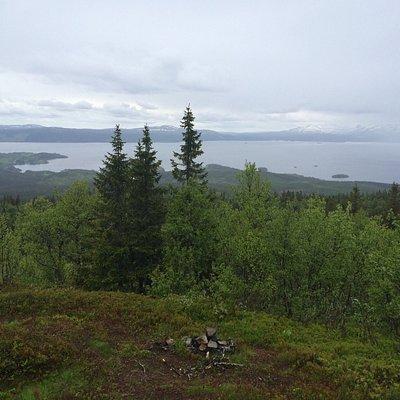 Utsikt från suljätten och berget på håll.