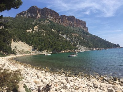 Very calm beach in Cassis away from everything for Cassis visitors that want to enjoy Cassis cal