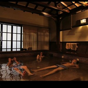Zona termal salina. Aguas calientes y frías.