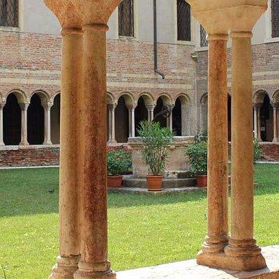 CLAUSTRO DEL MUSEO CANONICALE DI VERONA.-