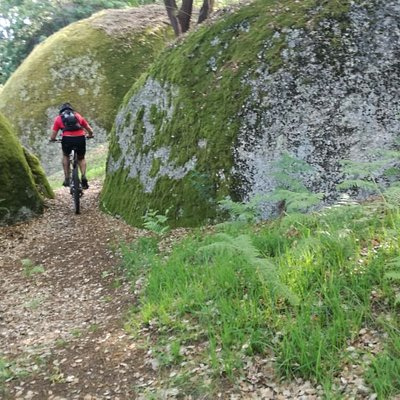 The MTB rides in Guimarães are +green, but end with a Blonde Vadia...