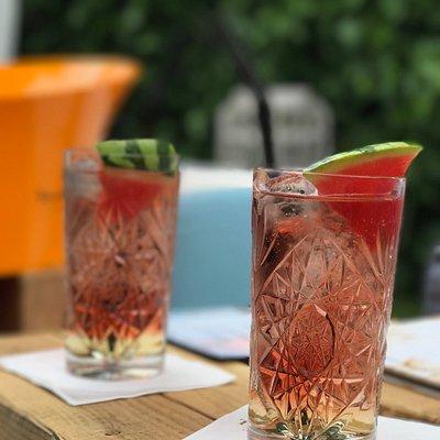 Bubble Summer, heerlijke cocktail op basis van Saint-Germain, Cava, Cranberry & Melon!
