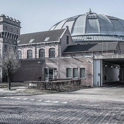 De locatie, de kolossale koepelgevangenis De Boschpoort in Breda