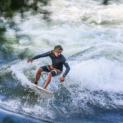 Surf de rivière : Photo de Mike Hitelman à H67
