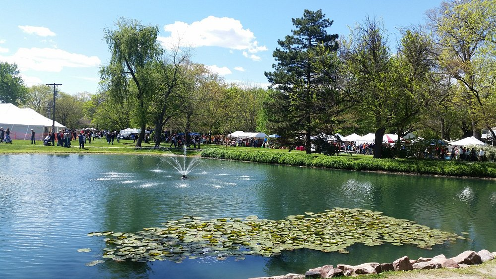 Nice view of the pond during the Tulip Festival (2017)