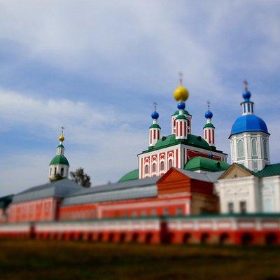 Вид на монастырь с реки