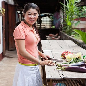 Cook with Si's wife at their farmhouse in Luang Prabang - Traveling Spoon