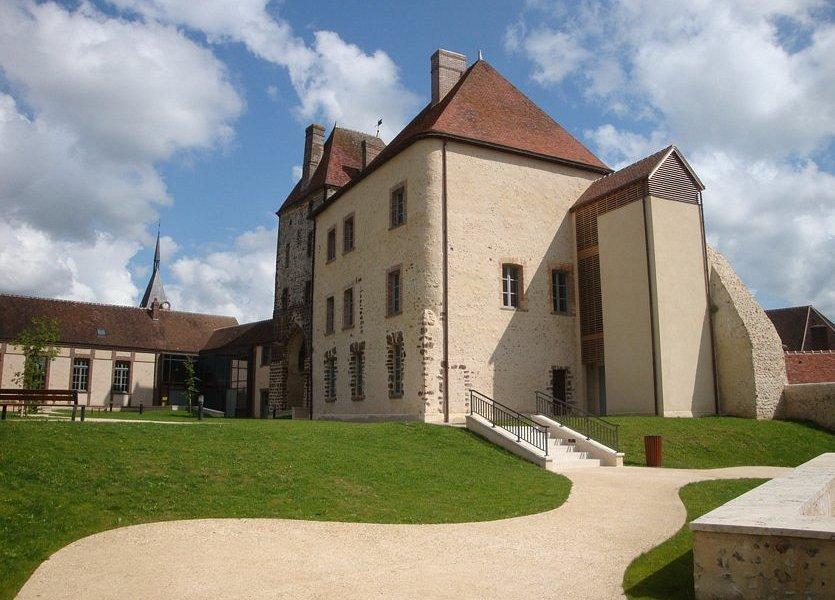L'ensemble du château, vu de la cour