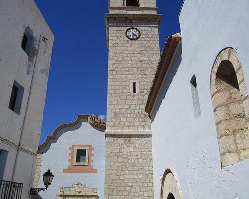 la vista, donde predomina la torre